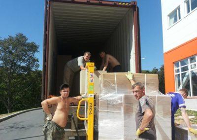 Разгрузка контейнера2